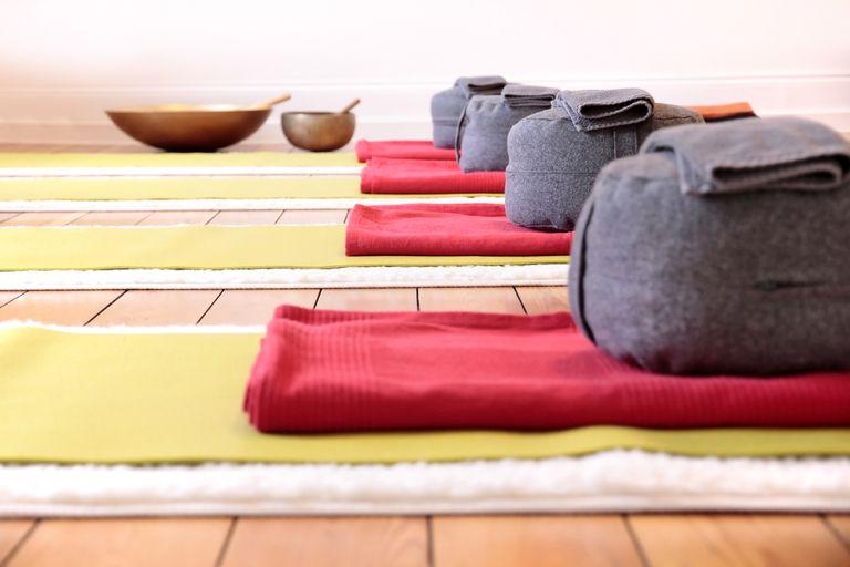 5 Best Yoga Blankets